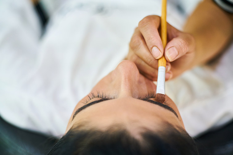 Online booking system for your eyelash extensions service